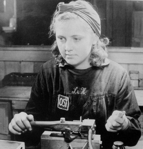 Портрет подневольной работницы из СССР. 1943 г.