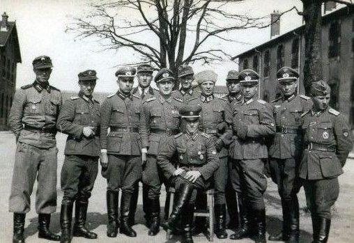 Командный состав и инструкторы дивизии.