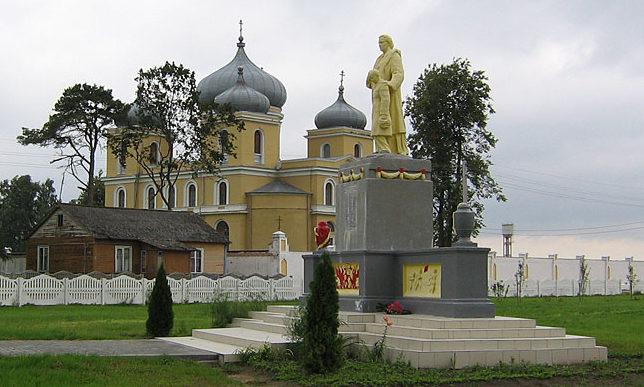 д. Дубно Мостовского р-на. Памятник 74 землякам, погибшим в годы войны.
