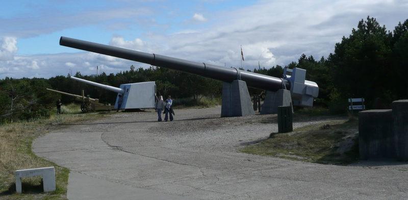 Образцы орудий в музее, использовавшихся в крепости.