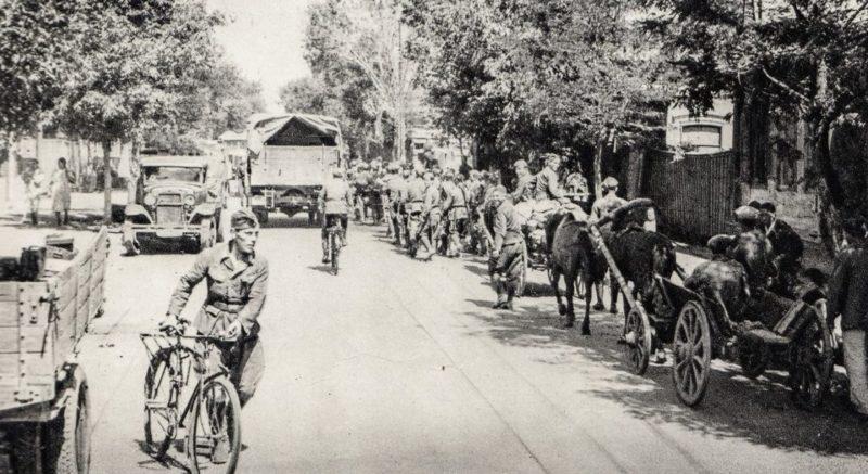 Солдаты словацкой дивизии входят в город. Июль 1942 г.