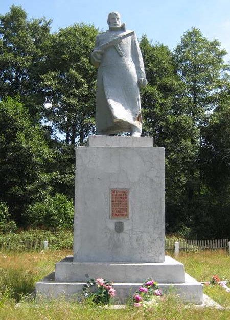 д. Задворье Мостовского р-на. Памятник, установленный на братской могиле, в которой похоронено 260 жителей окрестных деревень, расстрелянных немецко-фашистскими захватчиками в декабре 1942 года.