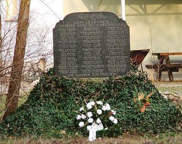 г. Доберлуг-Кирххайн р-н Нексдорф. Памятник землякам, погибшим во время Второй мировой войны.