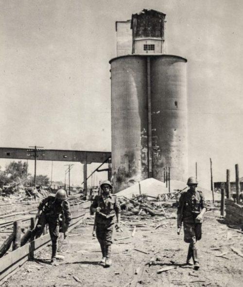 Словацкие солдаты проводят облаву в городе. Июль 1942 г.