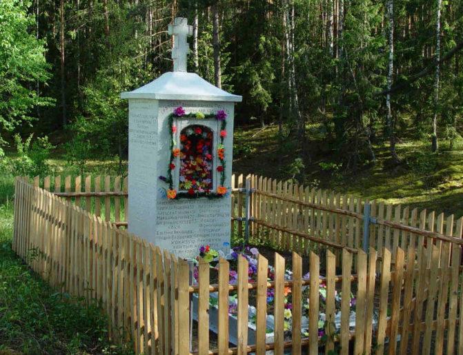 д. Бабино Гродненского р-на. Братская могила, в которой захоронено 14 воинов из них 2 неизвестных.