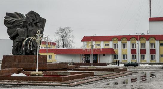 п. Октябрьский. Памятник защитникам Отечества.