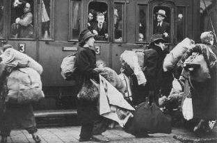 Прибытие в Рижское гетто эшелона с евреями - гражданами Австрии и Чехии. Декабрь 1941 г.