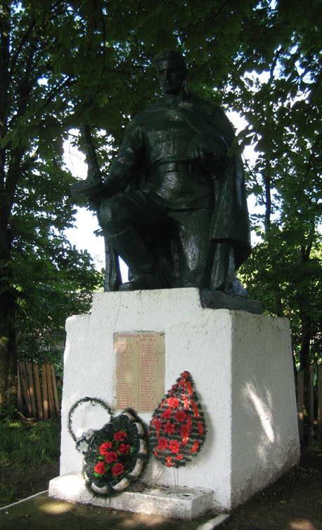 д. Ковшово Мостовского р-на. Памятник 58 землякам, погибшим в годы войны.