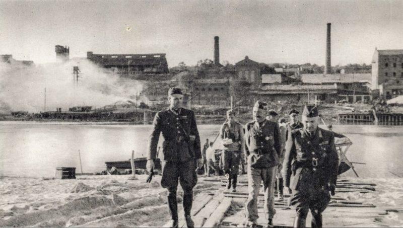 Словацкие солдаты в городе. Июль 1942 г.