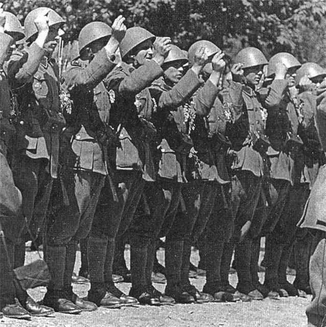 Сербский корпус СС на параде.