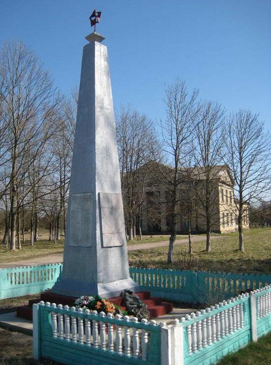 д. Котчино Мостовского р-на. Памятник 40 землякам, погибшим в годы войны.