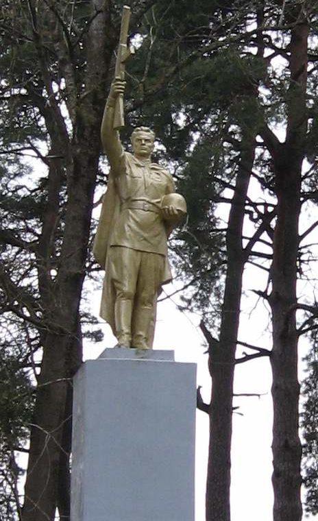д. Гожа Гродненского р-на. Памятник советским воинам.