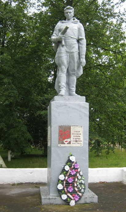 д. Куриловичи Мостовского р-на. Памятник 33 землякам, погибшим в годы войны.
