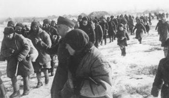 Поляков угоняют на работы в Германию 1943 г.