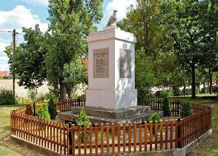 Коммуна Рисдорф. Памятник землякам, погибшим в годы обеих мировых войн.