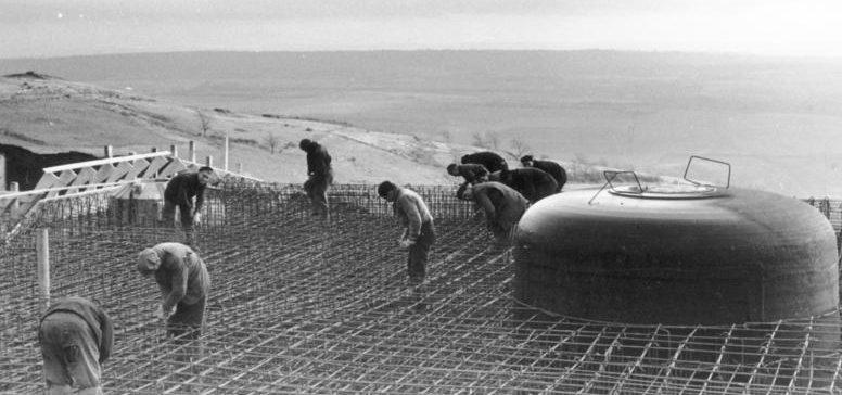 Géppuska bunker építése.  Normandia.  1943. szeptember