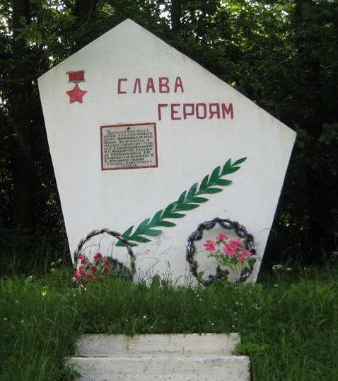 д. Лунно Мостовского р-на. Памятный знак на месте форсирования р. Неман воинами 64-й стрелковой дивизии в 1944 году.