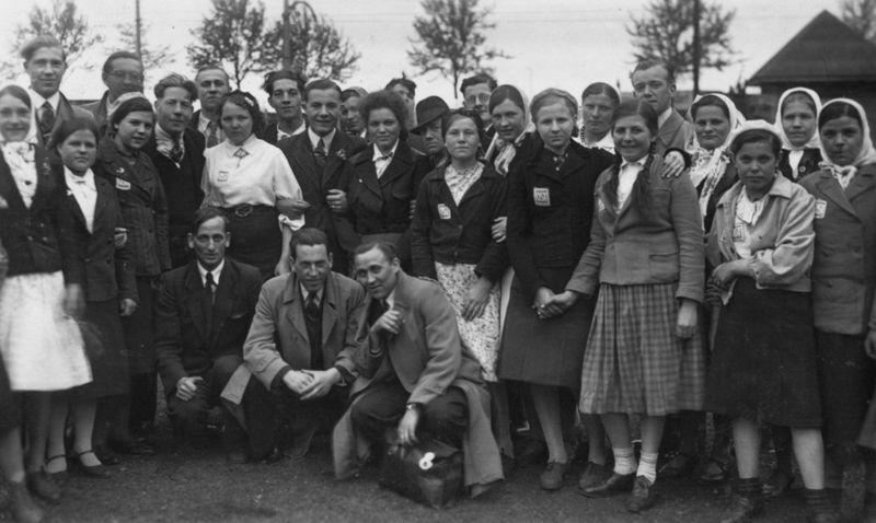 Голландские подневольные работники и «восточные рабочие» в Лейпциге. Апрель 1943 г.