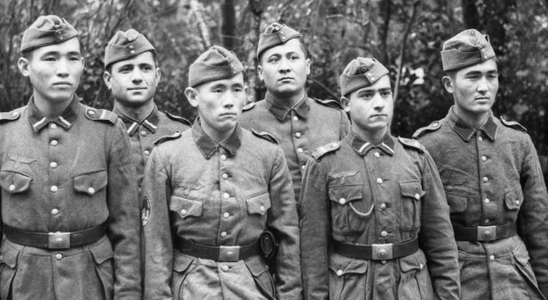 Солдаты Туркестанского легиона во Франции. 1943 год.