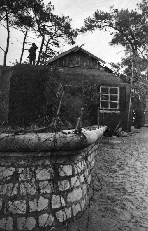 Álcázott bunker a Gironde-ban.  1943 g.