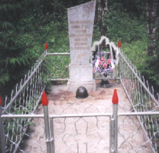 д. Гребени Гродненского р-на. Братская могила на кладбище, в которой захоронено 13 советских неизвестных воинов.