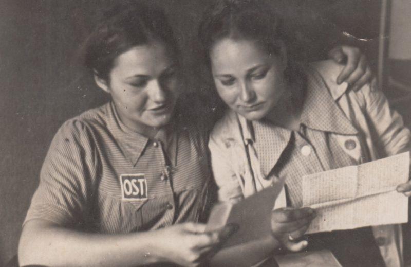 Письмо из дома. Фотография немецкой пропаганды. 1943 г.