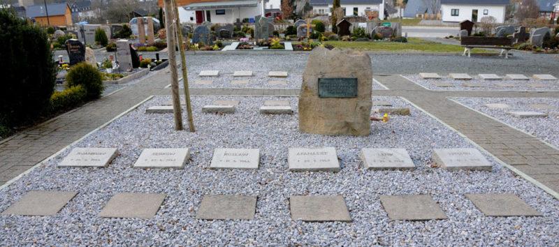 д. Зидлингхаузен. Памятник на братской могиле советских воинов.