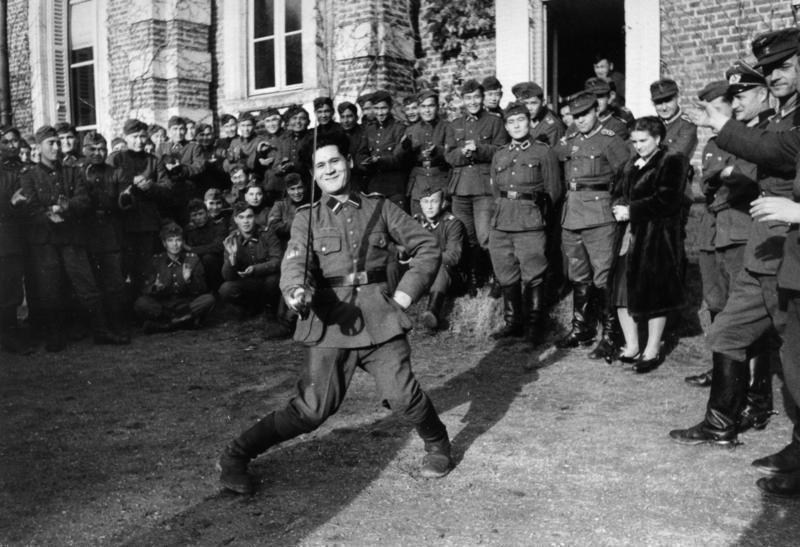 Солдаты Туркестанского легиона в свободное время.