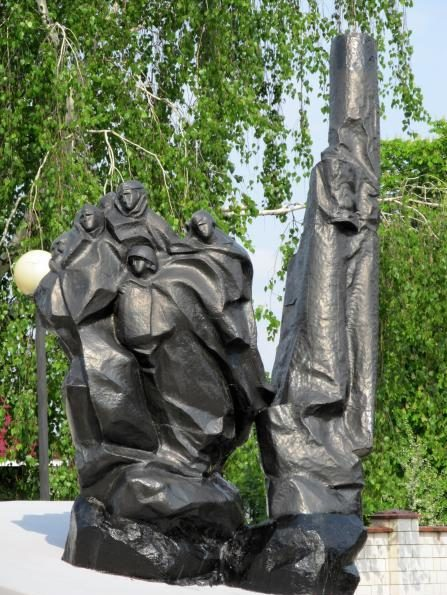 г. Гомель. Памятник воинам-зенитчицам, погибшим при защите города в 1941 году.