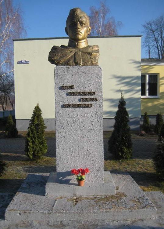 д. Лунно Мостовского р-на. Памятник Герою Советского Союза Шеремету И.Г.