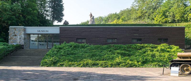 Здание музея мемориала.