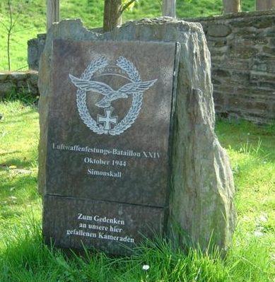 д. Зимонскалль. Памятник воинам XXIV батальона Люфтваффе.