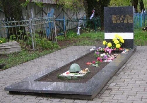 г. Гомель. Братские могилы на Барыкинском кладбище, в которых похоронено 800 советских воинов, погибших в годы войны.