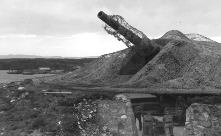 A Tarva-sziget parti ütegének 280 mm-es ágyúja.  Norvégia.  1943 g.