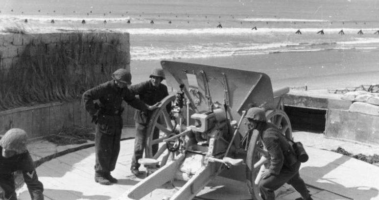 Német tüzérek képzése.  Normandia.  1944. január