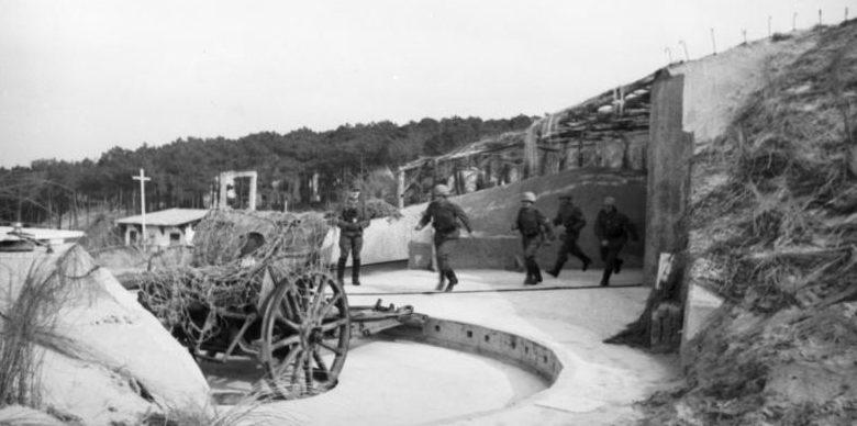 Тренировка немецких артиллеристов. Нормандия. Январь, 1944 г.