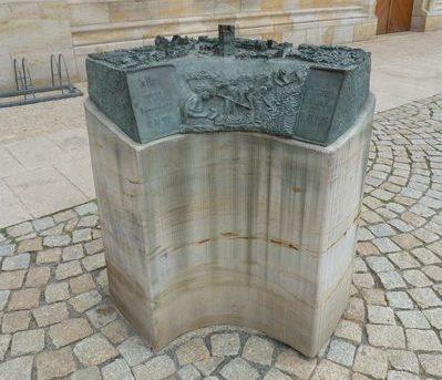 Памятник жертвам бомбардировки.