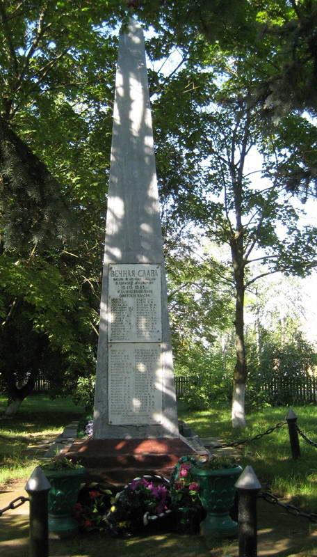 д. Мальковичи Мостовского р-на. Памятник 76 землякам, погибшим в годы войны.