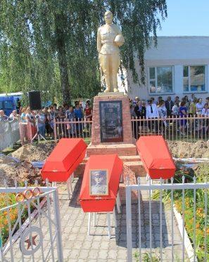 а.г. Конковичи Петриковского р-на. Памятник на братской могиле.