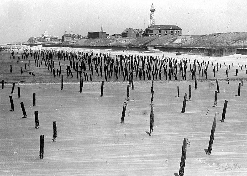 """A tengerpart antiamfibiás védelme """"Rommel spárga"""".  1944 g."""