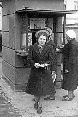 Газетный киоск. 1942 г.