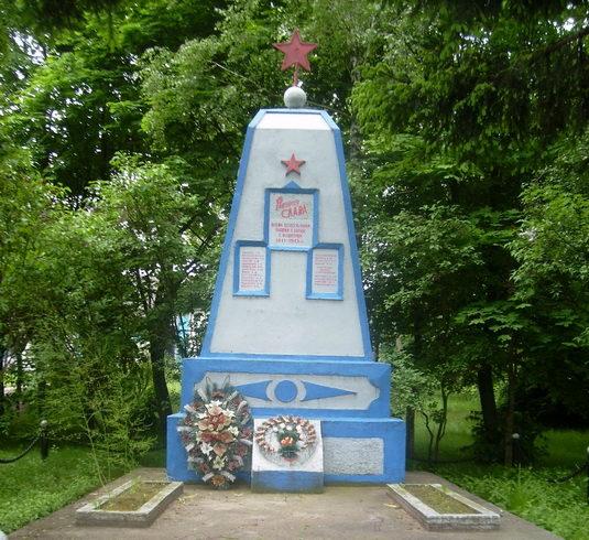д. Милевичи Мостовского р-на. Памятник 88 землякам, погибшим в годы войны.