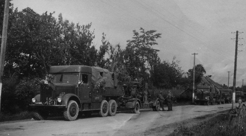 Немецкие войска идут на подавление восстания. Октябрь 1944 г.