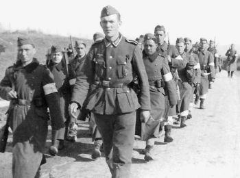 Солдаты из татарского отряда самообороны, будущие бойцы СС.