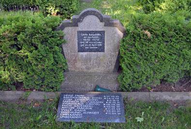 г. Зелов. Воинское кладбище, где похоронено 649 немецких солдат и офицеров, погибших с января по апрель 1945 года.
