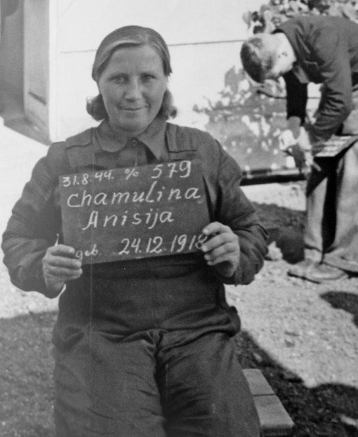 Фотографии остарбайтеров для регистрационной карточки фабрики «Chemische Fabrik Kalk». 1944 г.