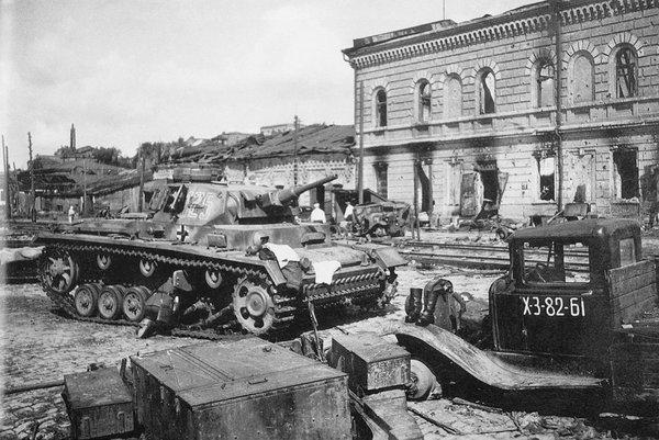 Немецкий танк в городе. Июль 1942 г.