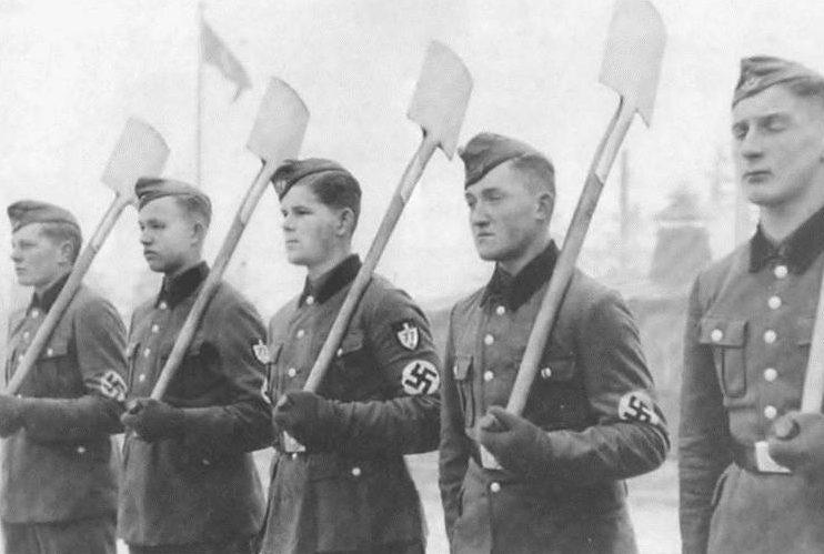 Латвийские новобранцы в организации «Тодт». 1943 г.