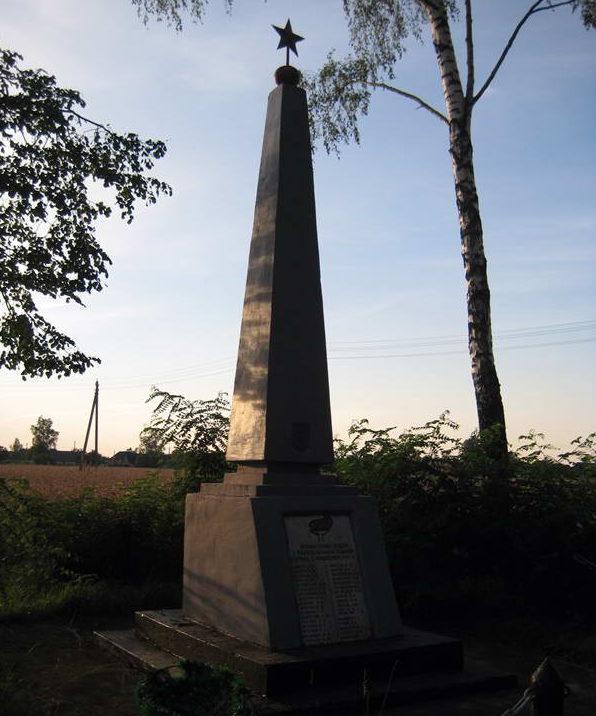 д. Моньковичи Мостовского р-на. Памятник 35 землякам, погибшим в годы войны.