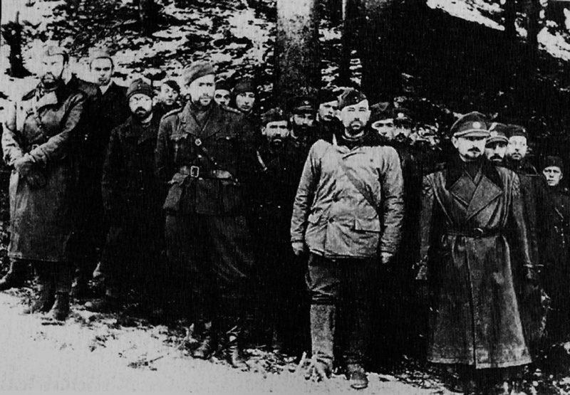 Отступающая повстанческая армия после подавления восстания. Октябрь 1944 г.